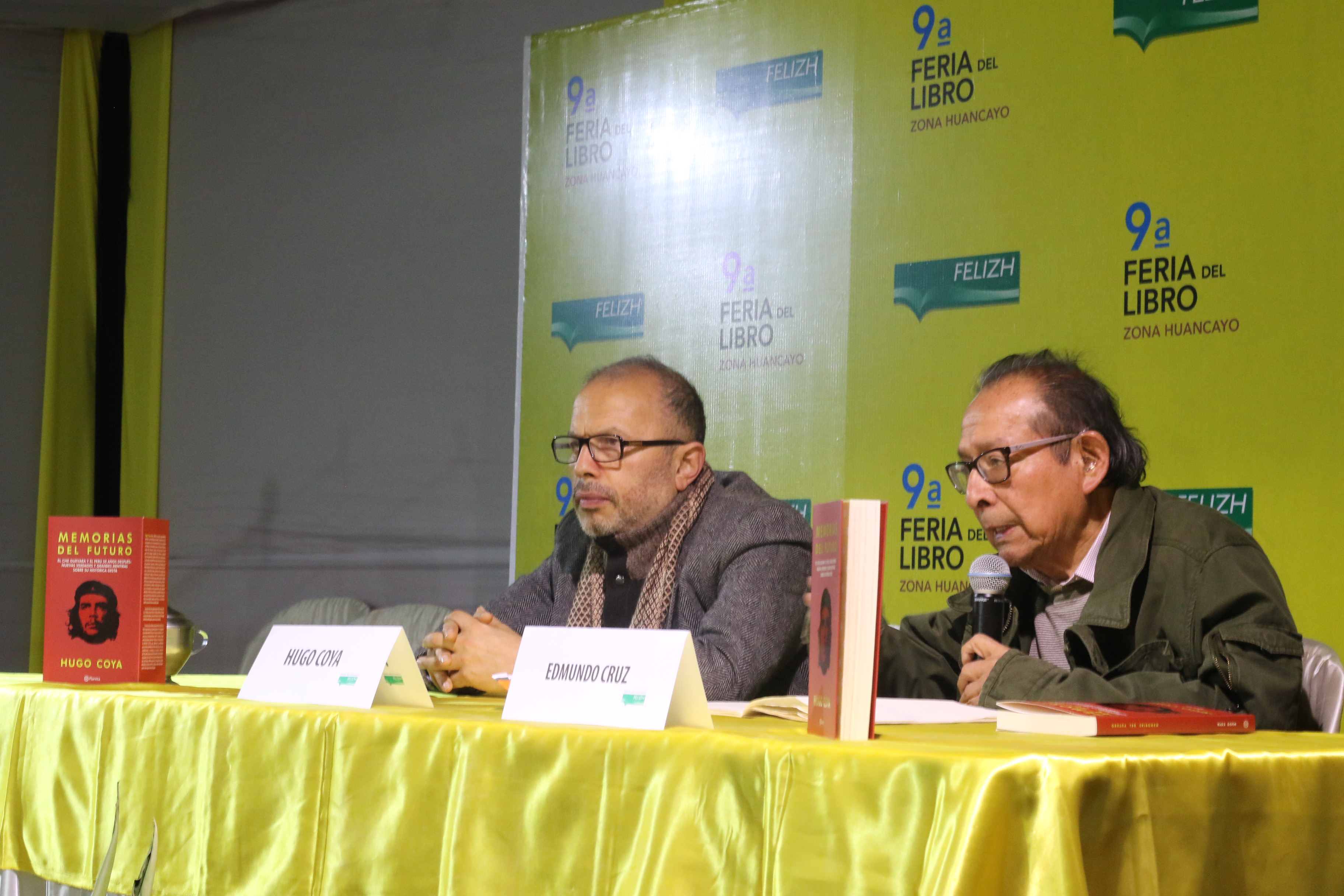 "Edmundo Cruz comentando ""Memorias del futuro""."