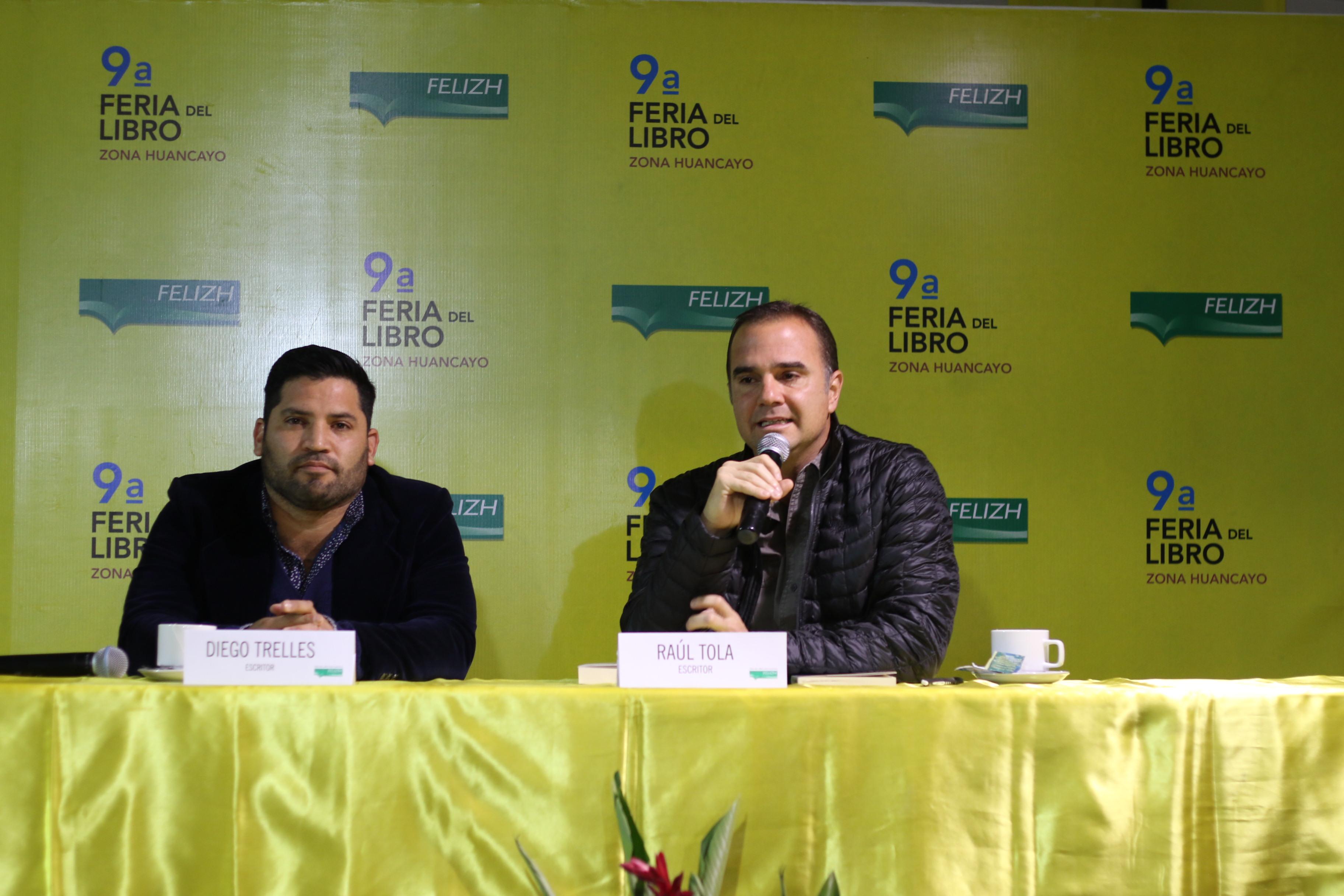 """Diego Trelles y Raúl Tola en la presentación del libro """"La noche sin ventanas""""."""